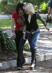 gallery_main-kristen-stewart-dakota-fanning-the-runaways-07012009-09
