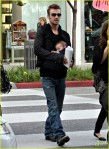 cam-gigandet-carries-daughter-everleigh-02