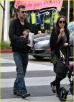cam-gigandet-carries-daughter-everleigh-04